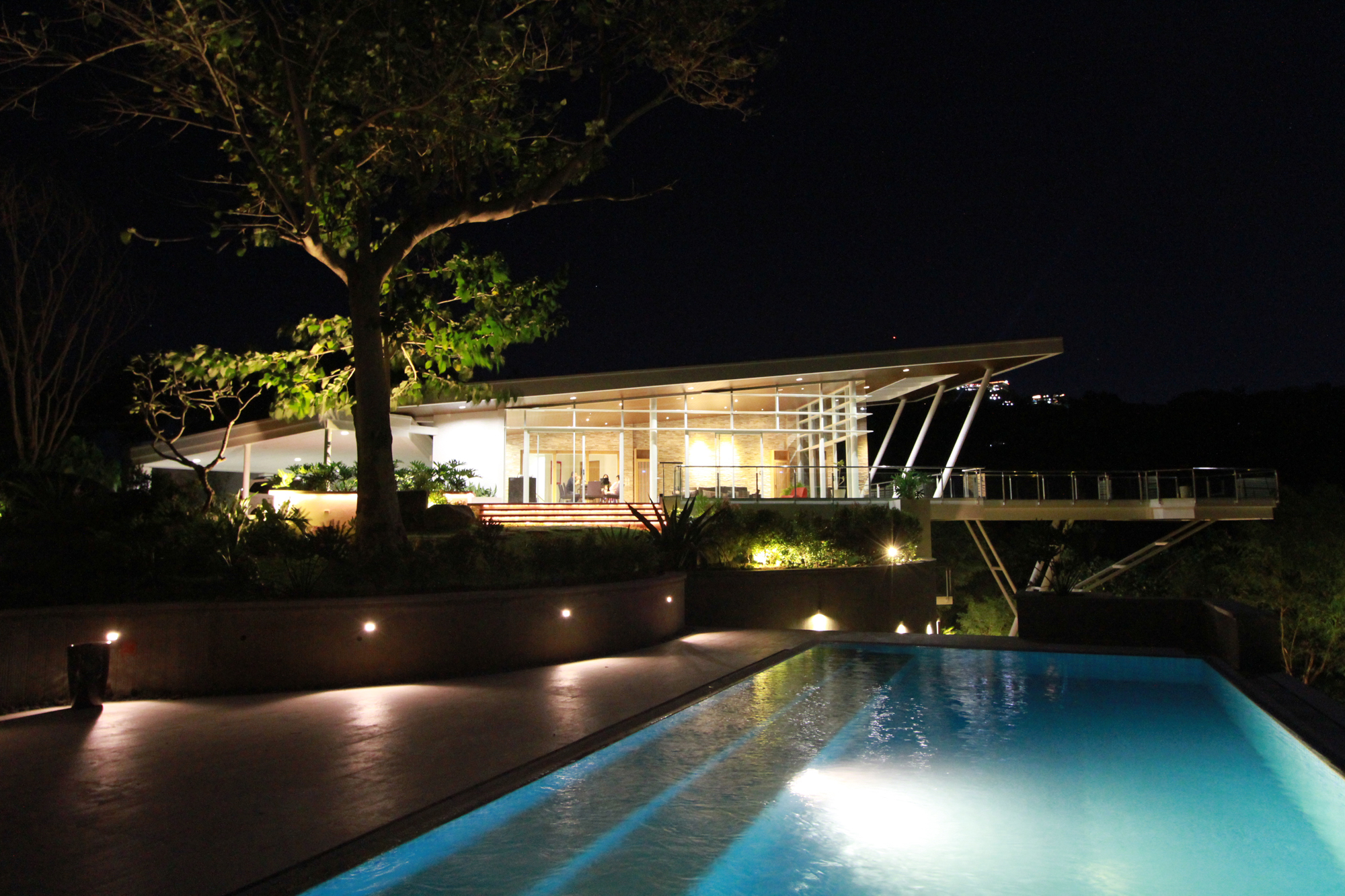 Cliff residence (13)